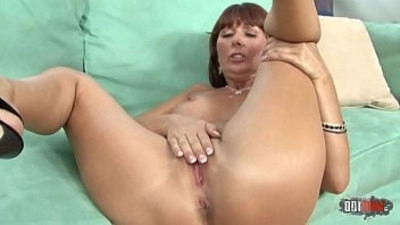 cougar   cumshot   double penetration   horny girls